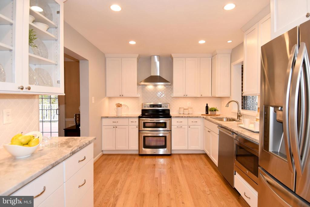 Large kitchen with plenty of storage. - 535 N LONGFELLOW ST, ARLINGTON
