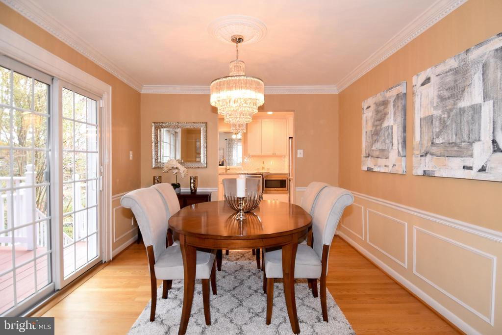 Dining area seen from living room to kitchen. - 535 N LONGFELLOW ST, ARLINGTON