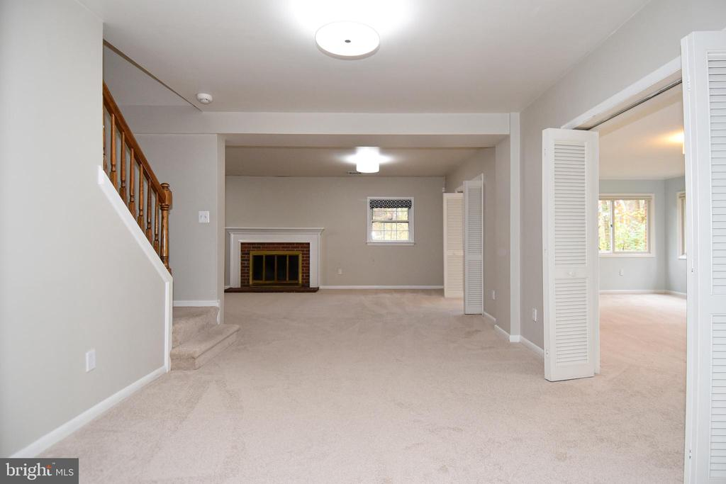 Basement space has large addition under the deck. - 535 N LONGFELLOW ST, ARLINGTON