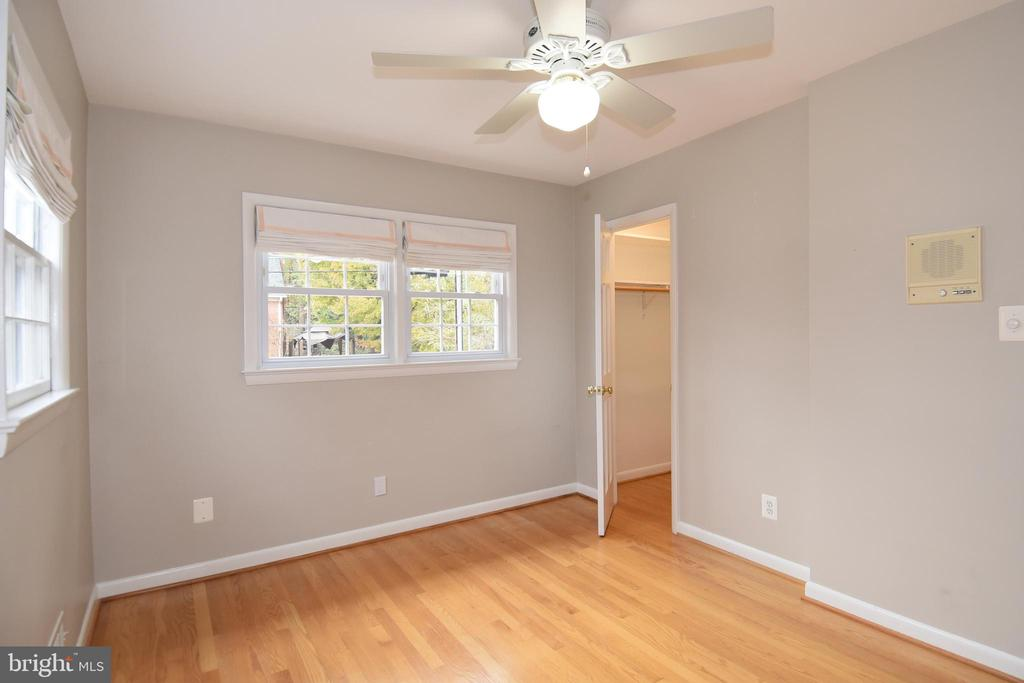 Fourth bedroom with closet. - 535 N LONGFELLOW ST, ARLINGTON