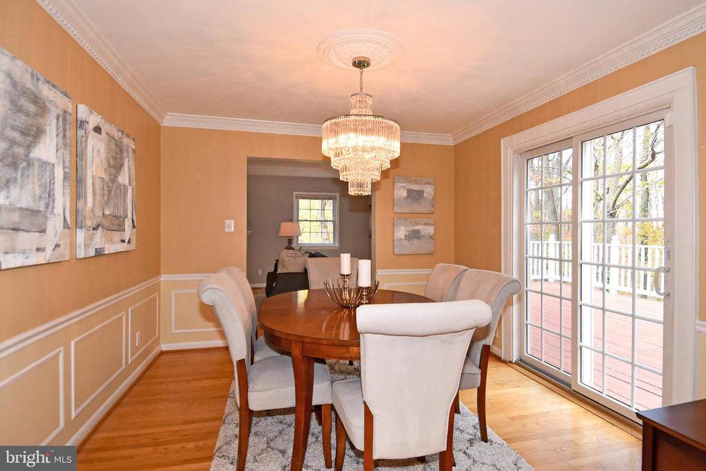 Looking back from kitchen to living room. - 535 N LONGFELLOW ST, ARLINGTON
