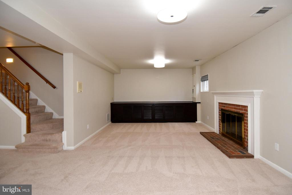Basement space and stairs. - 535 N LONGFELLOW ST, ARLINGTON