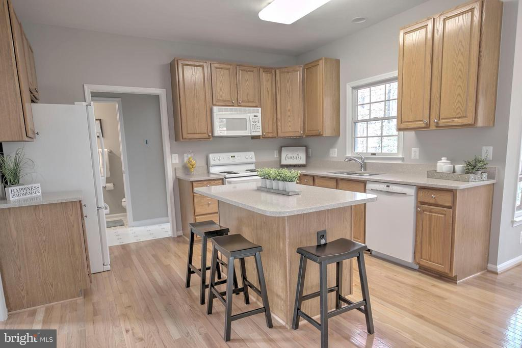 Lovely Kitchen with Island - 12424 SILENT WOLF DR, MANASSAS