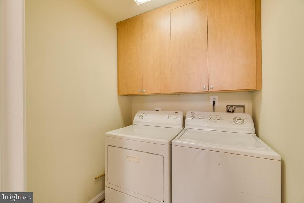 Main Level Laundry Room w/ Nice Cabinets - 7750 MILFORD HAVEN DR #50D, LORTON