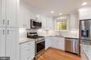 Gourmet Kitchen - note the finishes! - 8928 MAURICE LN, ANNANDALE