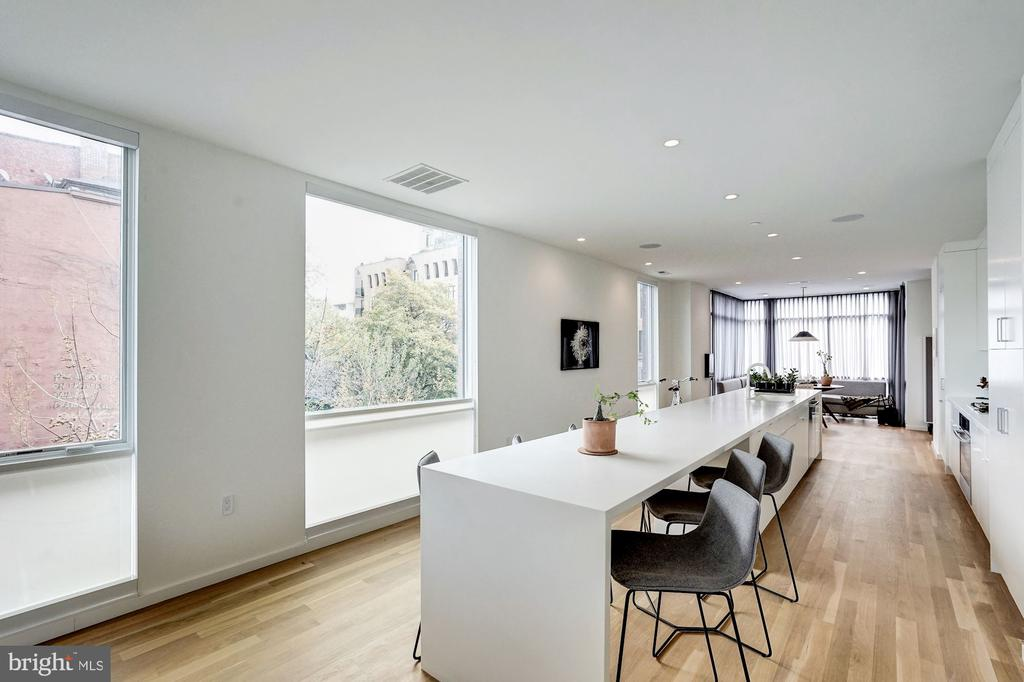 Light filled living space - 925 M ST NW #2, WASHINGTON