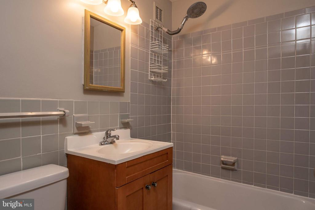 Bathroom - 1121 ARLINGTON BLVD #430, ARLINGTON