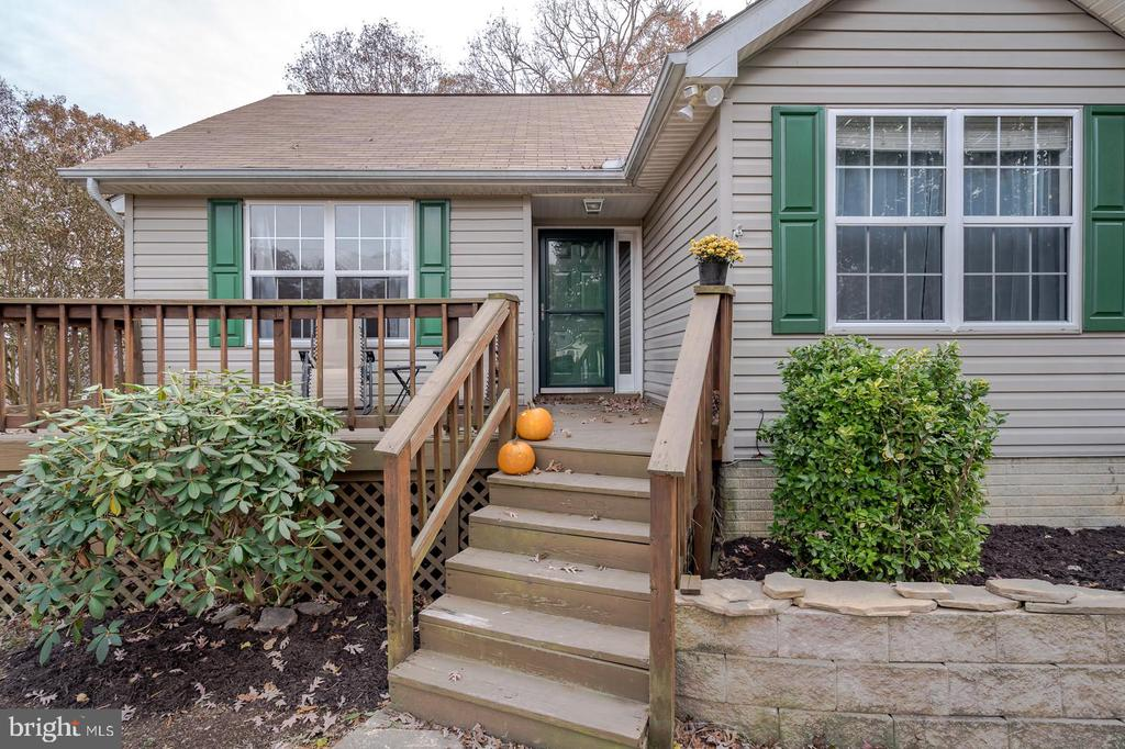 inviting front porch - 35486 WILDERNESS SHORES WAY, LOCUST GROVE
