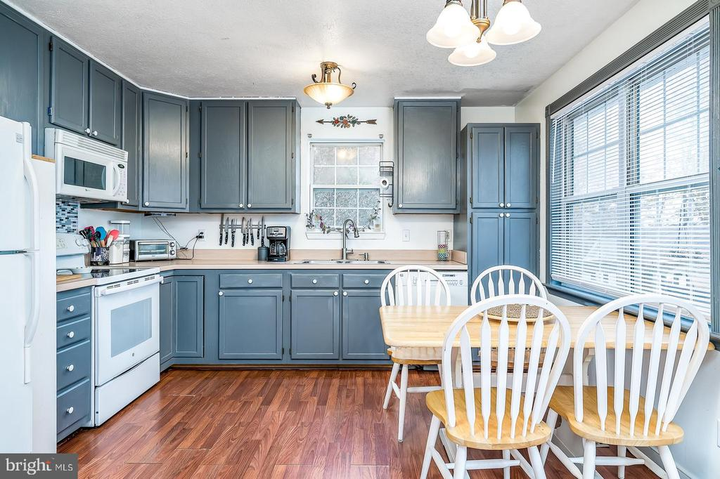 Adorable eat in kitchen with great natural light - 35486 WILDERNESS SHORES WAY, LOCUST GROVE