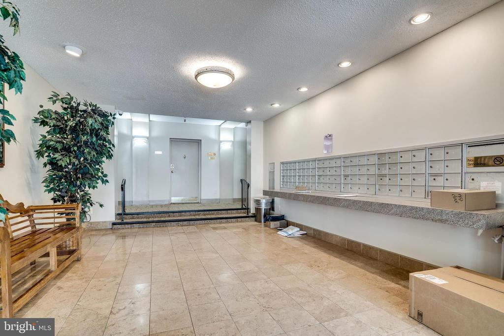 Building Lobby - 1931 N CLEVELAND ST #501, ARLINGTON