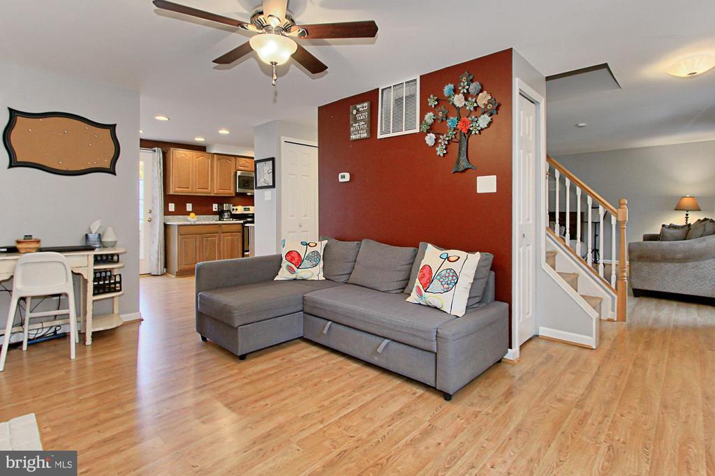 Family Room open & adjacent to Kitchen - 9924 MANET RD, BURKE