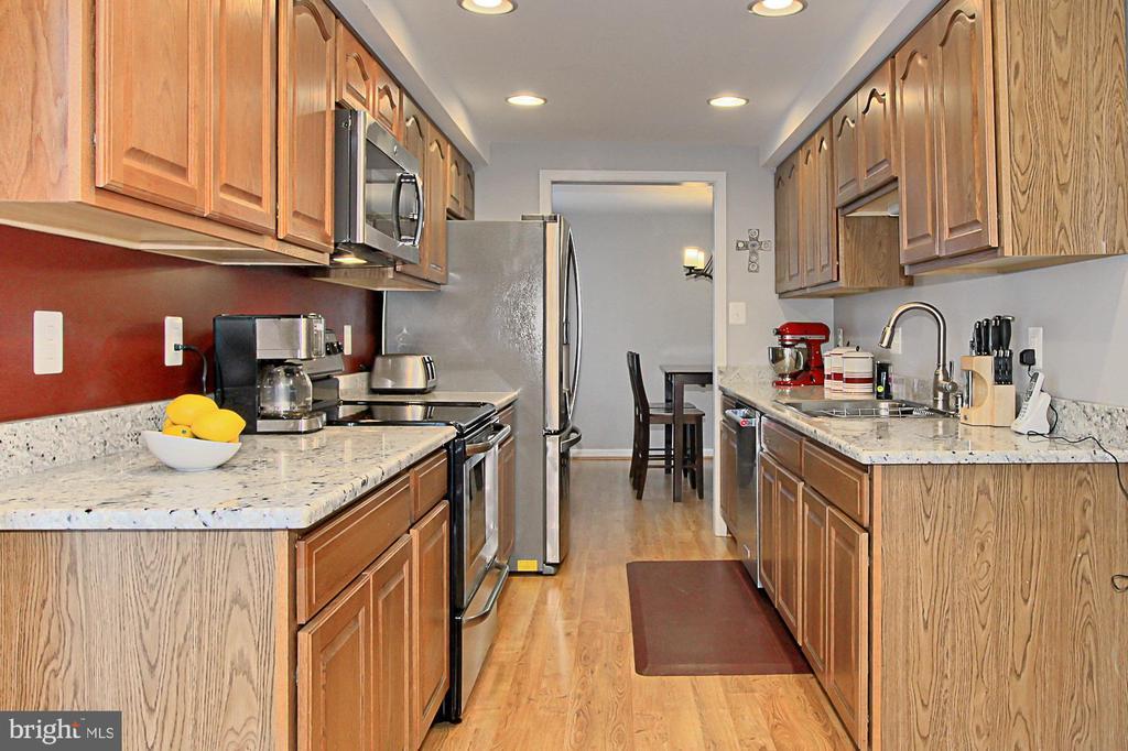 Updated Kitchen w/ SS Appliances - 9924 MANET RD, BURKE