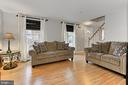 Bright and roomy living room on front - 9924 MANET RD, BURKE