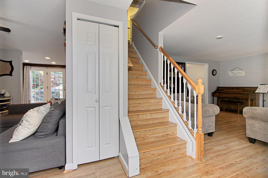 Entrance to great flowing floor plan - 9924 MANET RD, BURKE