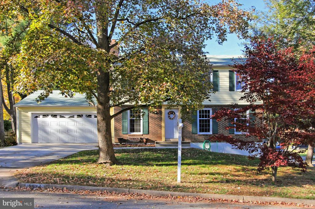 Nicely sited on level lot on no thru street - 9924 MANET RD, BURKE