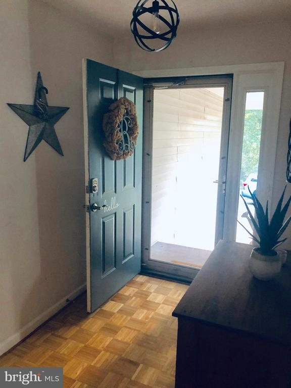 Bright entry way! - 108 INDIAN HILLS RD, LOCUST GROVE