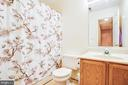 Upstairs full bathroom - 12705 PELHAM DR, SPOTSYLVANIA