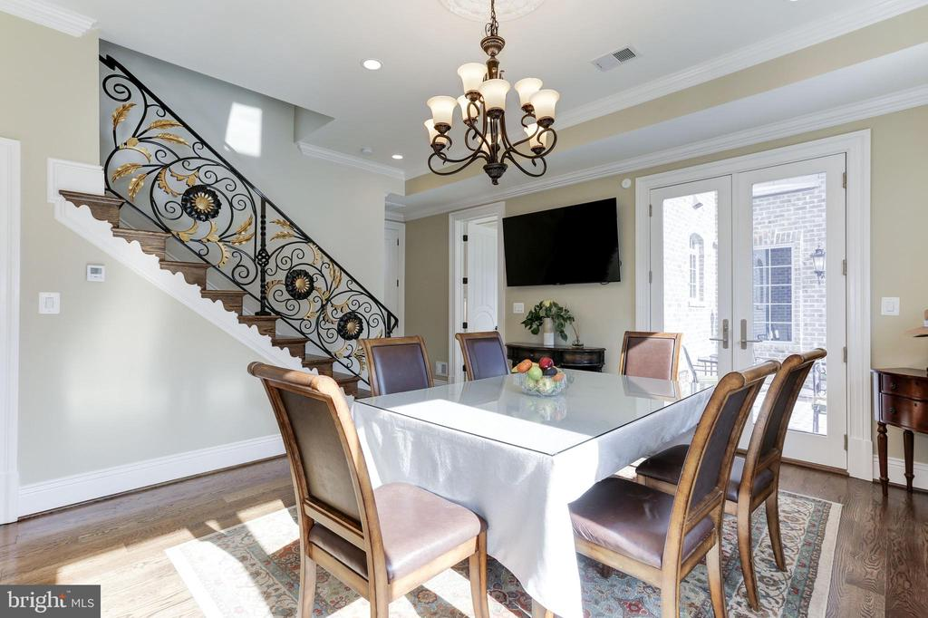 Private dining room for guests. - 11643 BLUE RIDGE LN, GREAT FALLS