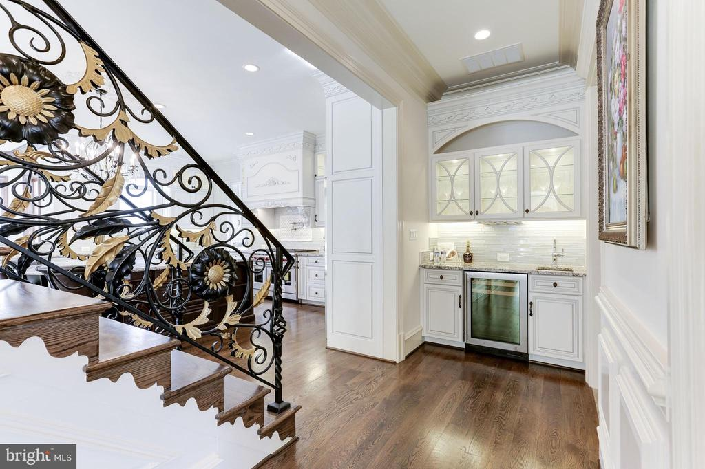 Back stairway adorned with same exquisite handrail - 11643 BLUE RIDGE LN, GREAT FALLS