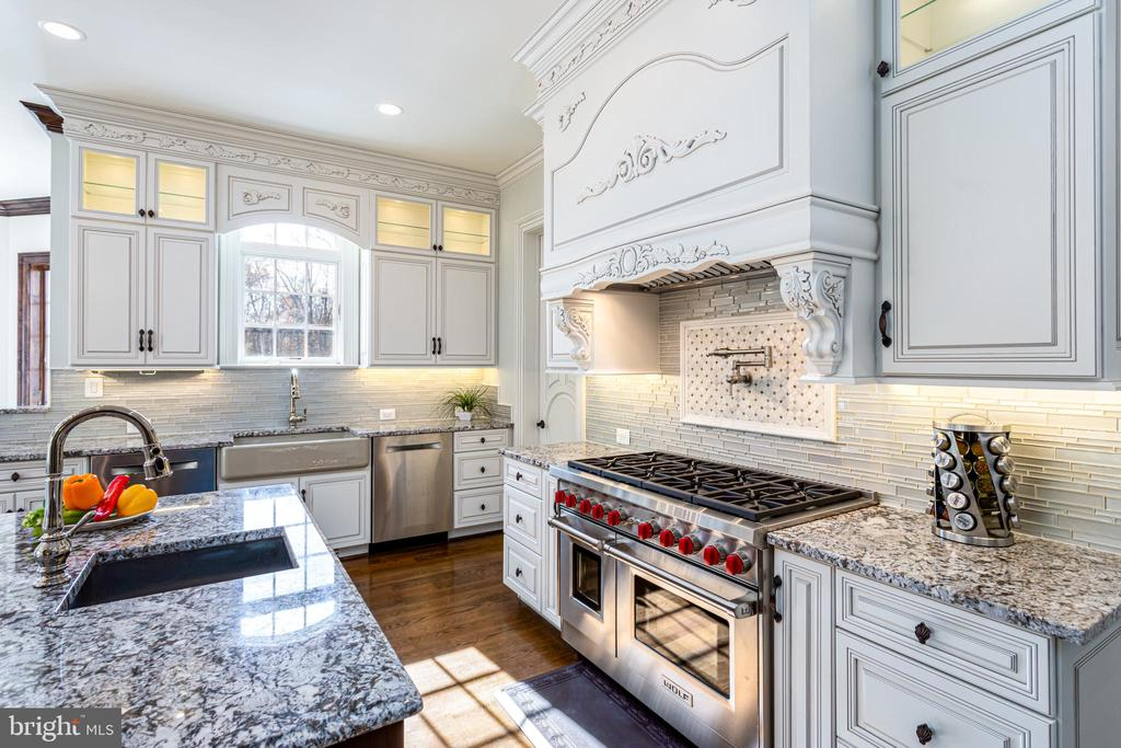 Bespoke cabinetry and high-end appliances. - 11643 BLUE RIDGE LN, GREAT FALLS