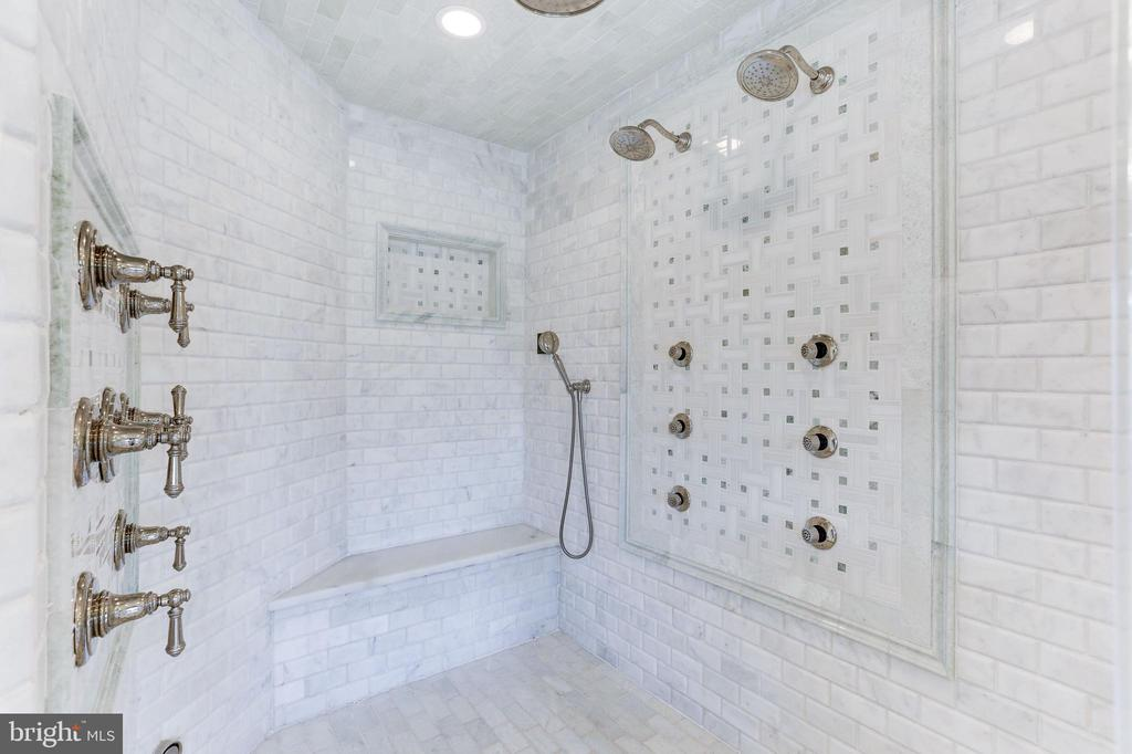 Oversized master shower with multiple functions. - 11643 BLUE RIDGE LN, GREAT FALLS