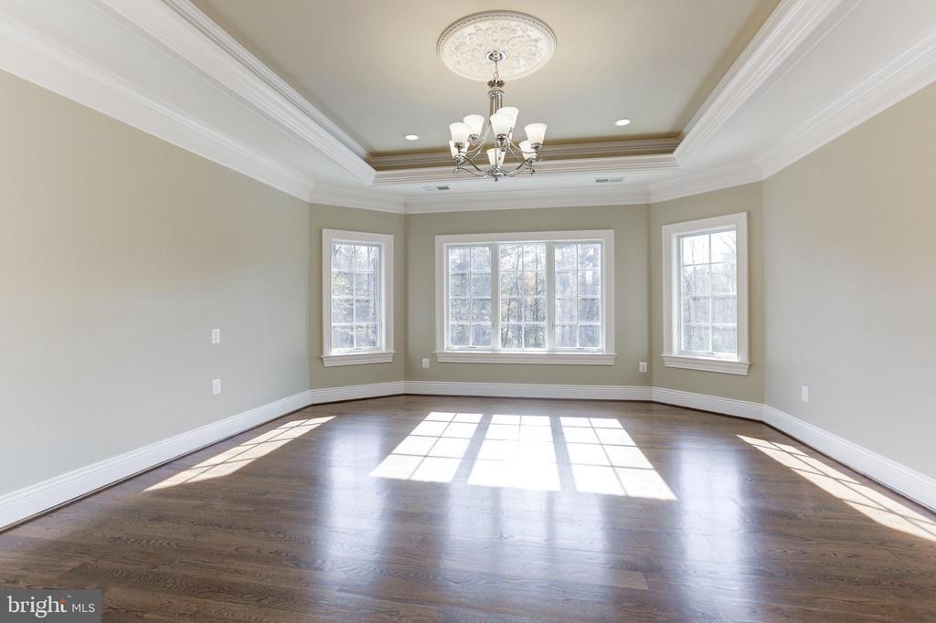 Upper level bedroom with en-suite. - 11643 BLUE RIDGE LN, GREAT FALLS