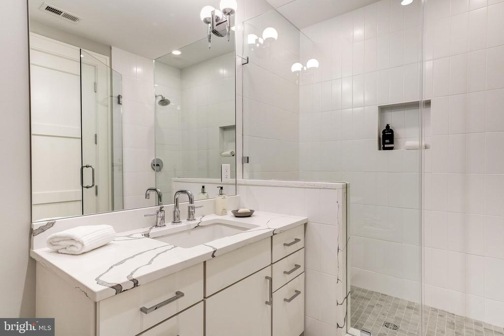 Lower Full Bath - 3113 ALBEMARLE ST NW, WASHINGTON