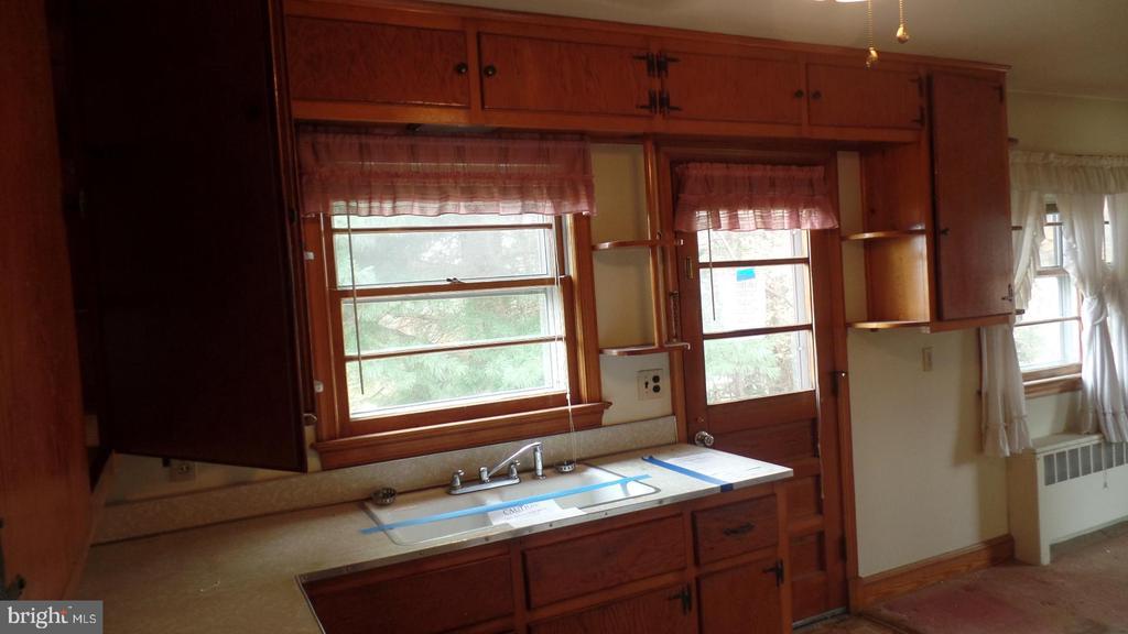 Kitchen - 937 OLD TRUSLOW RD, FREDERICKSBURG