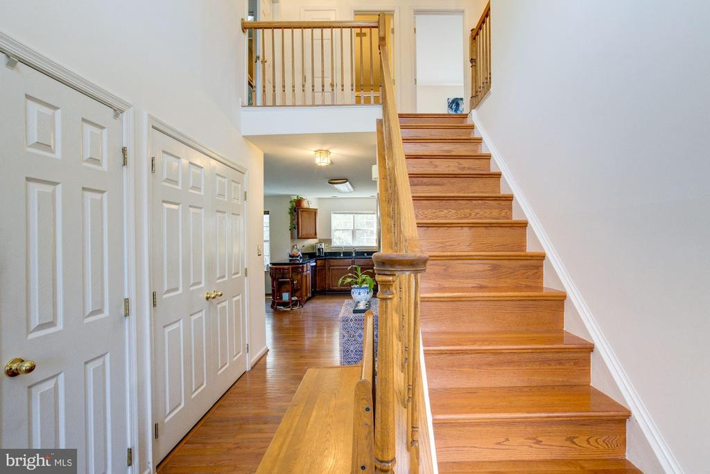 Two-Story Foyer and steps to upper level - 46489 DANFORTH PL, STERLING