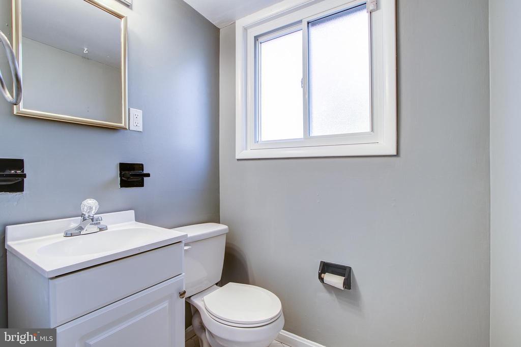 Lower level bath 2. - 6017 ELMENDORF DR, SUITLAND