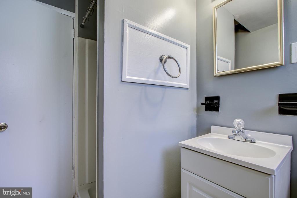 Lower level bath. - 6017 ELMENDORF DR, SUITLAND