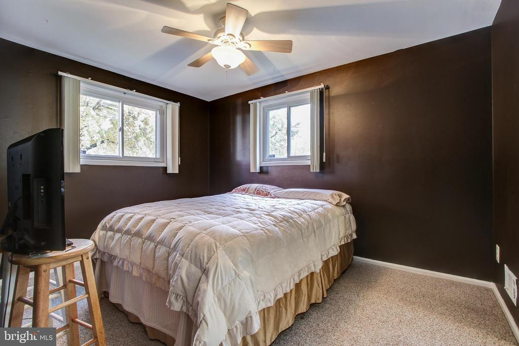 Lower level bedroom 4. - 6017 ELMENDORF DR, SUITLAND