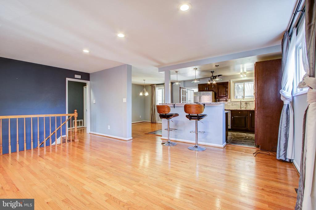 Open living room with view to breakfast bar. - 6017 ELMENDORF DR, SUITLAND