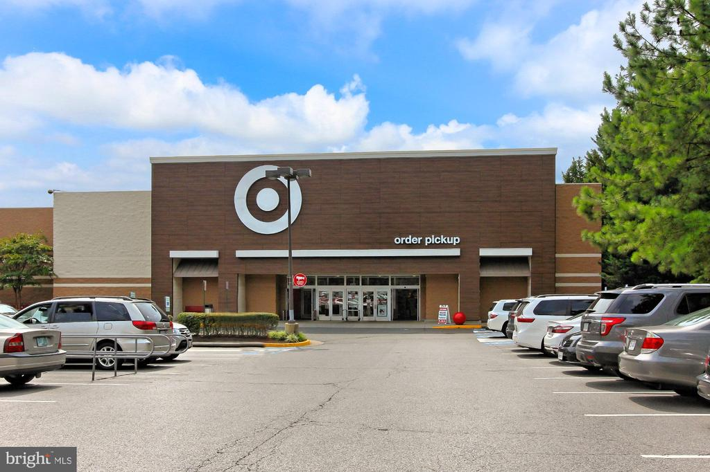 Target nearby off Roberts & Guinea Road - 9924 MANET RD, BURKE