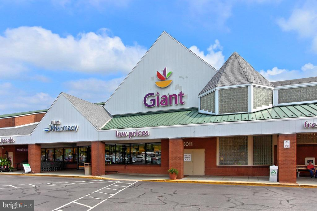 Giant Grocery in Plaza - 9924 MANET RD, BURKE