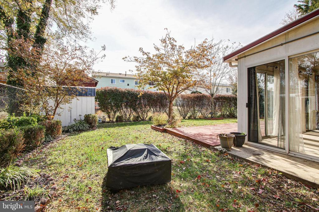 Rear yard. - 6017 ELMENDORF DR, SUITLAND