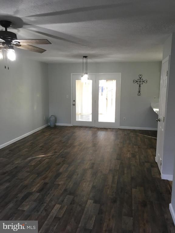 Open living dining combo w New Floors! - 108 INDIAN HILLS RD, LOCUST GROVE