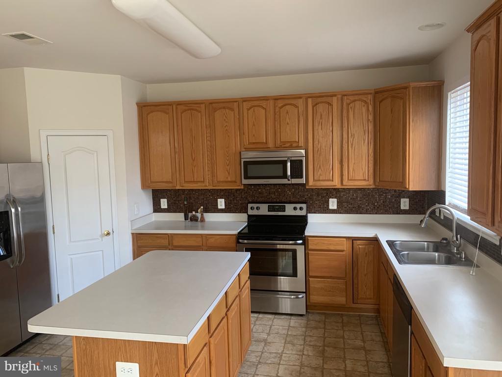 kitchen - 5640 HARTFIELD AVE, SUITLAND