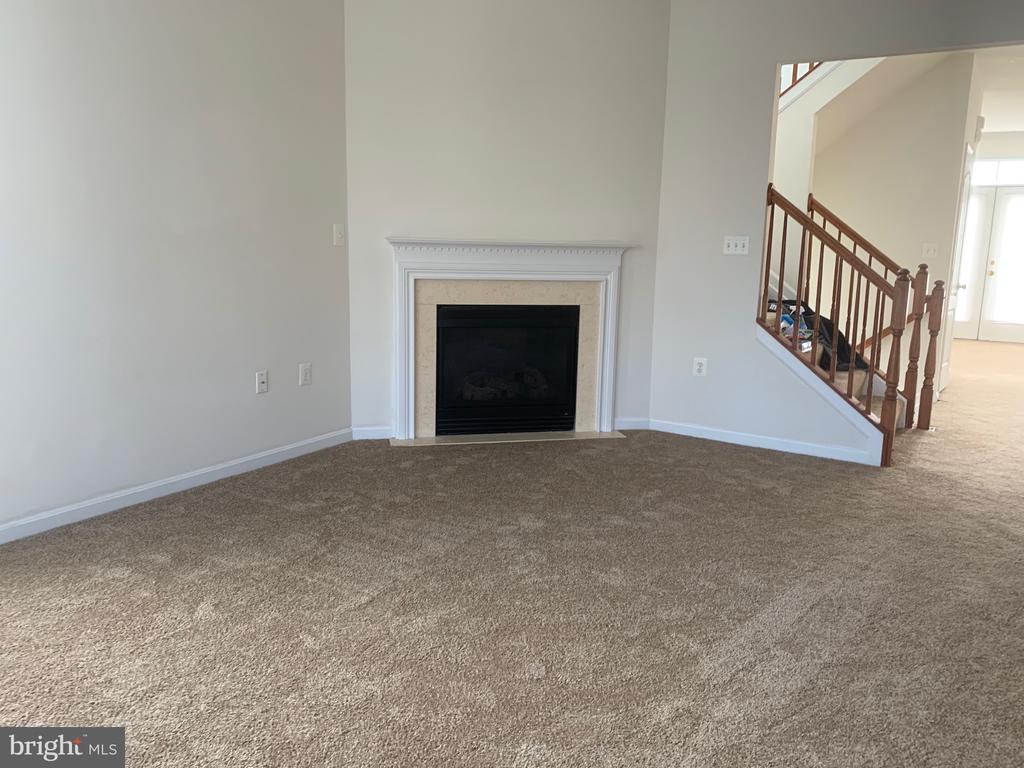 livingroom - 5640 HARTFIELD AVE, SUITLAND