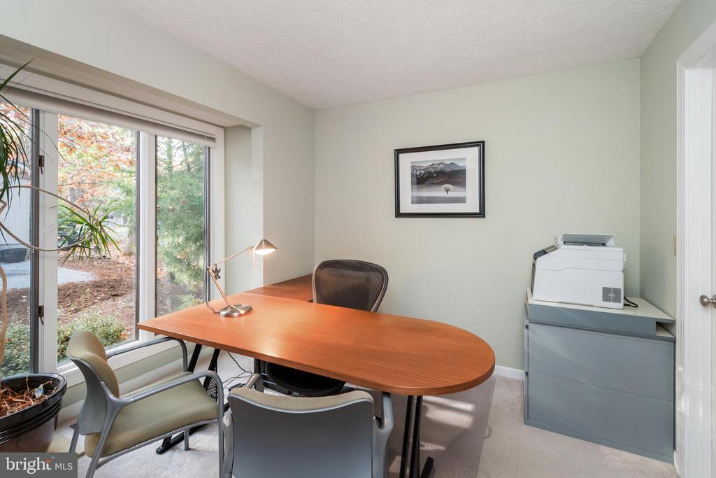 Light-filled main level bedroom/office/flex space - 416 WILDERNESS DR, LOCUST GROVE