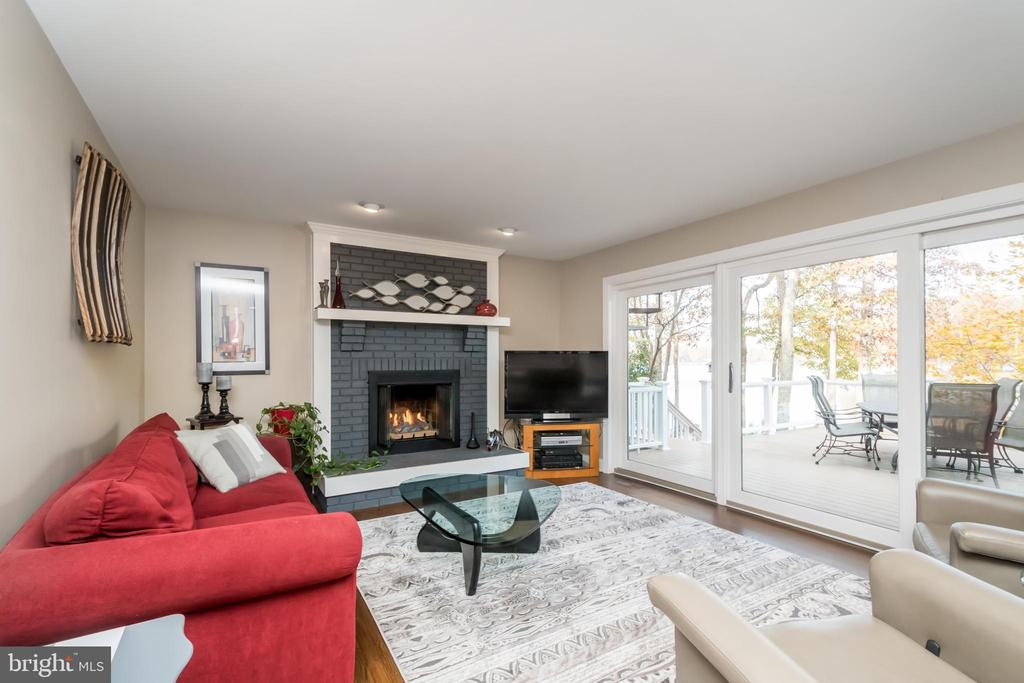 Spacious living room with loads of light and views - 416 WILDERNESS DR, LOCUST GROVE