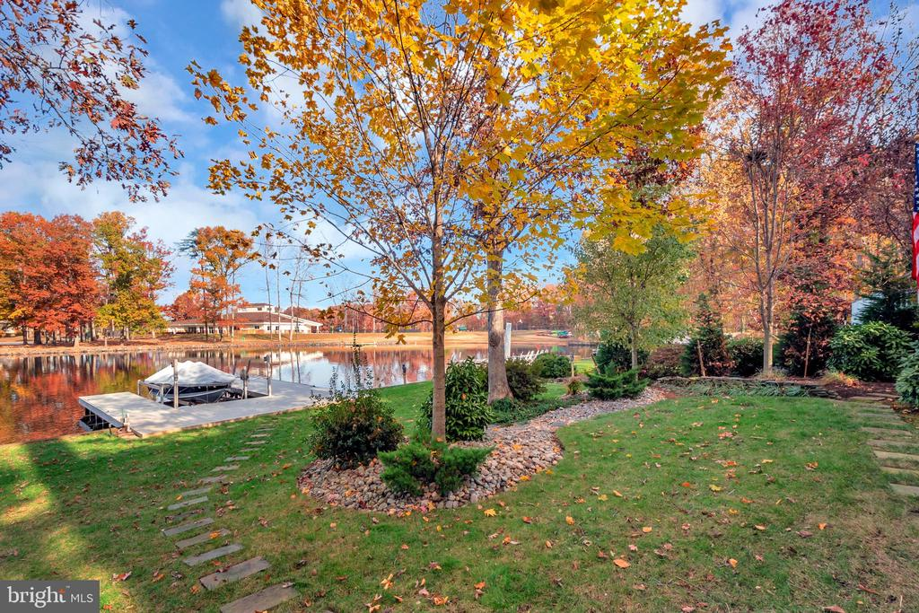 Pathway to the dock with electric boat lift - 416 WILDERNESS DR, LOCUST GROVE