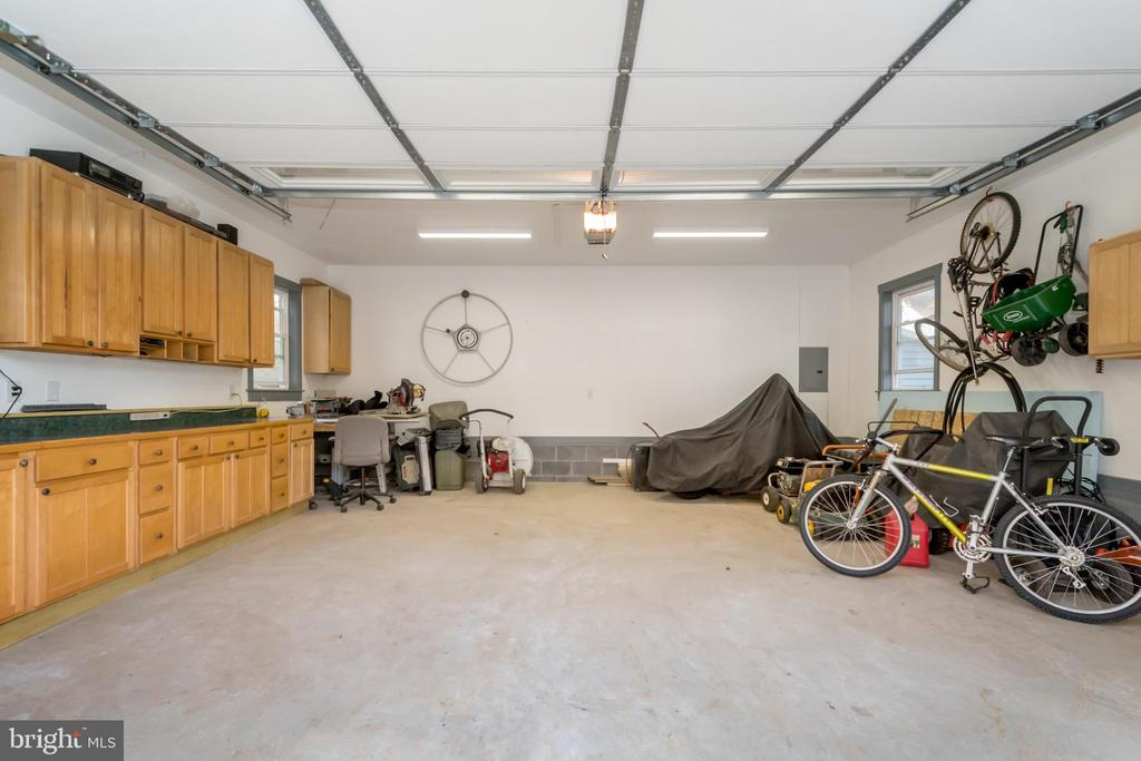 2nd garage to accommodate all your needs - 416 WILDERNESS DR, LOCUST GROVE