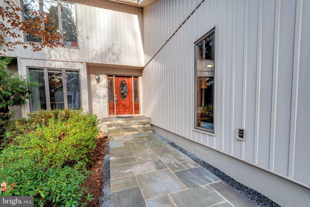 Beautiful walkway welcomes you to the door - 416 WILDERNESS DR, LOCUST GROVE