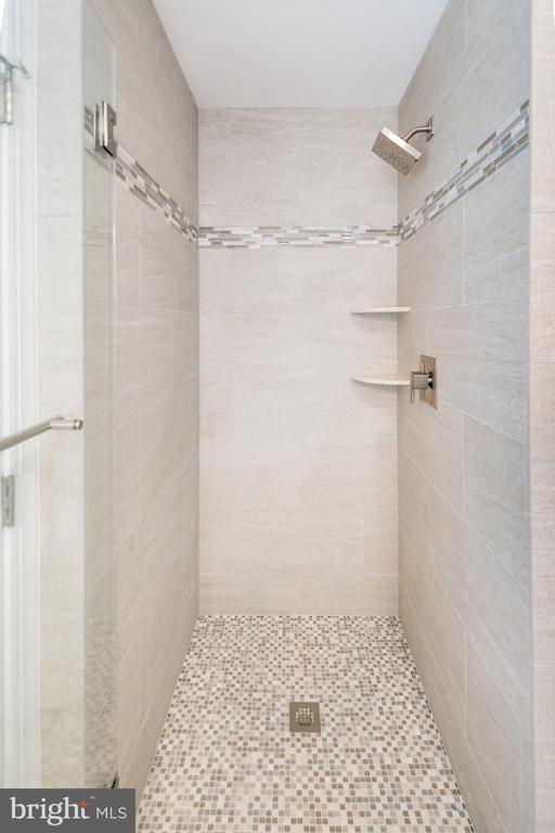 Fabulous main level shower - 416 WILDERNESS DR, LOCUST GROVE