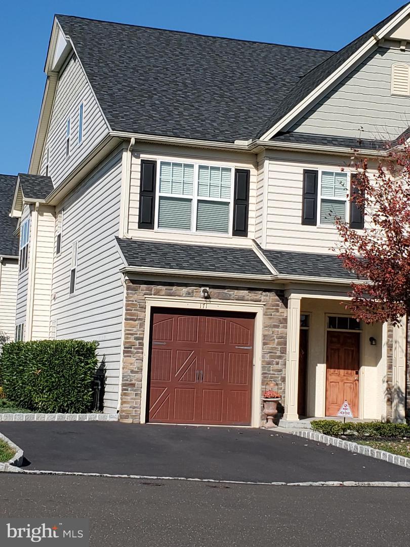 Single Family Homes für Verkauf beim East Norriton, Pennsylvanien 19403 Vereinigte Staaten