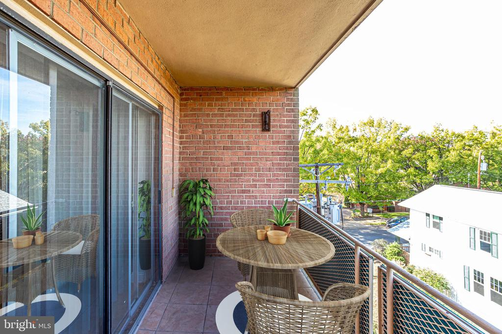 Balcony - 1931 N CLEVELAND ST #501, ARLINGTON