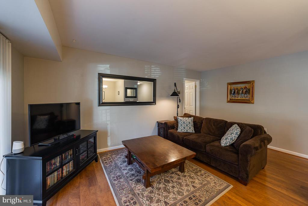 Living room - 10655 WEYMOUTH ST #101, BETHESDA