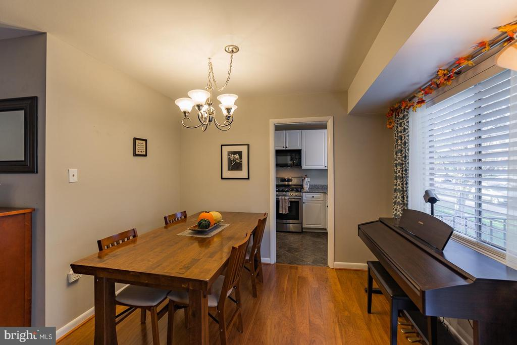 Dining room - 10655 WEYMOUTH ST #101, BETHESDA
