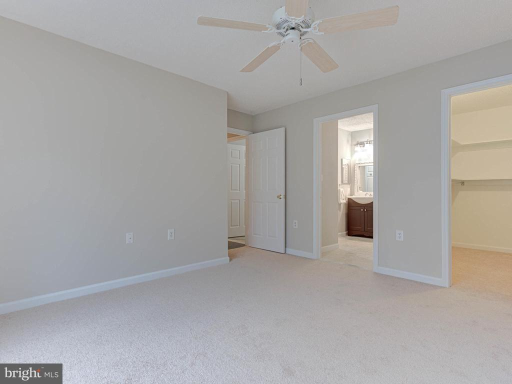 Owners Suite w/ Walk in closet & Entrance to  Bath - 20951 TIMBER RIDGE TER #102, ASHBURN